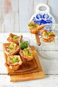 Toasted bread muffins with bacon and egg