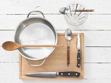 Kitchen utensils for preparing onions