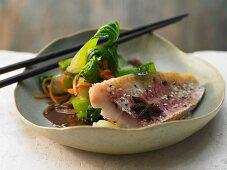 Rotbarbe mit asiatischem Gemüse