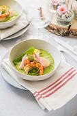 Pea puree with mussels and prawns (Easter)