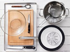 Kitchen utensils for the preparation of spaghetti with red pepper and soft goat's cheese