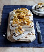 Pavlova with caramelised bananas