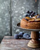 Plum cake with grapes