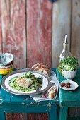 Fischfilets auf grüner Gurken-Gazpacho