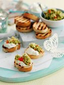 Bruschetta with goat's cheese and bean spread (Easter)