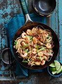 Singapore noodles with prawns, pork and vegetables (China)