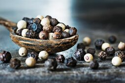Black and white peppercorns (close-up)