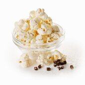 Popcorn with long pepper and salt