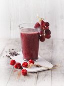 A red radish and raspberry smoothie with purple grapes (Sirtfood)