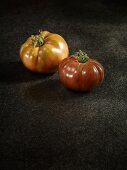Zwei Tomaten der Sorte Kozual