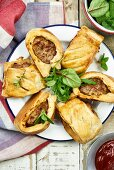 Sausages in puff pastry (England)