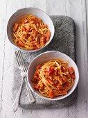 Spaghetti with pepper sauce