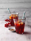 Redcurrant spritzer with mango ice cubes