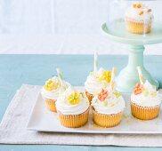 Springtime cupcakes with sugar flowers