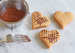 Decorating biscuits with icing