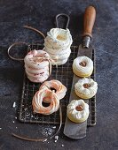 Classic foam rings with colouring and flavouring, shortcrust pastry and maracuja jam