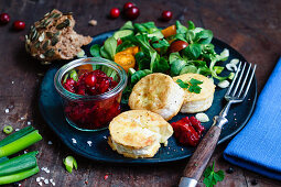 Fried goat's cheese with cranberry chutney