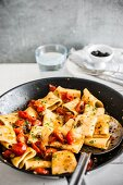 Paccheri with tomatoes and capers