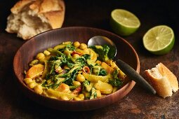 Spinach curry with chickpeas