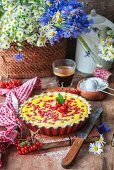 Pie with ricotta filling and red currants