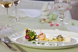 Scampi with a colourful salad for Easter