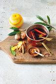 Granatapfel-Zimt-Glasur mit Ingwer und Orangenschale für den Weihnachtsschinken