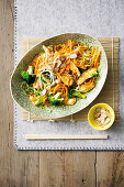 Chow mein sans pasta with vegetable strips and chicken (superfood)