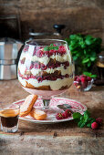 Tiramisu-Trifle mit Himbeeren