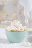 Marshmallows in a blue bowl (Christmas)
