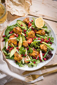 Vegetable salad with curry chicken and pomegranate seeds (India)