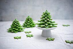 Vegane Matchakeks-Tannenbäumchen zu Weihnachten