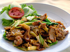 Guay Tiew Pad Siew (fried noodles with chicken, beef and pork, Thailand)