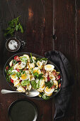 Bacon, egg and spinach shell pasta salad