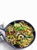 Spaghetti with asparagus and spinach pesto