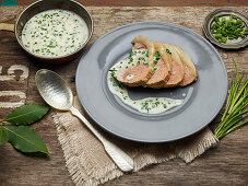 Slices of roast beef with chive sauce