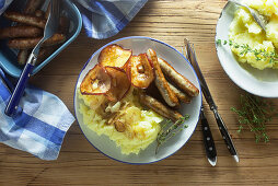 Sausages with mashed potatoes and fried apple rings