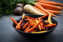Organic vegetables chips (beetroot, carrots and parsnips)