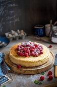 Baked vanilla cheesecake with fresh raspberries