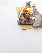 Angusrind-Burger mit Kartoffelkroketten (Italien)