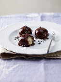 Vegan profiteroles