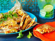 Vegetarische Kürbis-Quesadillas mit Koriandergrün (Mexiko)