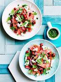 Wassermelonensalat mit Grilltomaten, Fetakäse, Pfefferminze und Korianderpesto