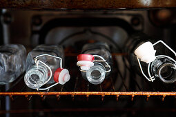 Sterilising canning bottles in an oven