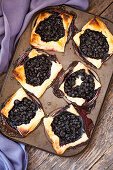 Puff pastry with brie and blueberries