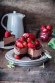Chocolate cheesecake with strawberries, sliced