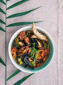 Muschelsuppe mit Peperoni