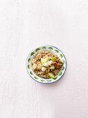 Amaranth porridge with raisins and pears