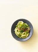 Kamut spaghetti with peas and buckwheat