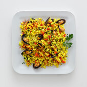 Saffron rice with mussels and peppers