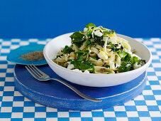 Tagliatelle mit Gemüse und Feta